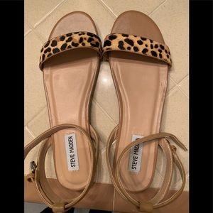 Never worn Steve Madden leopard sandals!